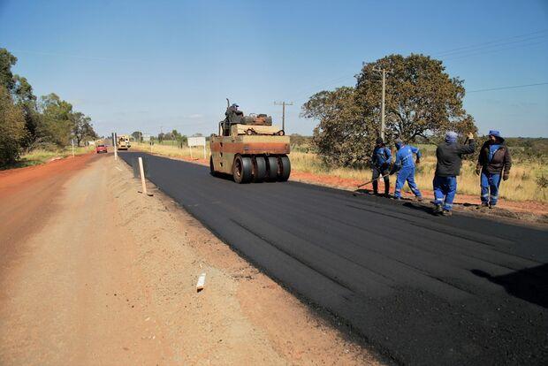 Prefeitura dá início a pavimentação da 1ª rotatória do macroanel