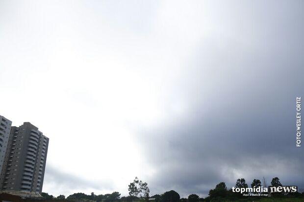 Mesmo com tempo nublado, domingo será quente e seco em Campo Grande