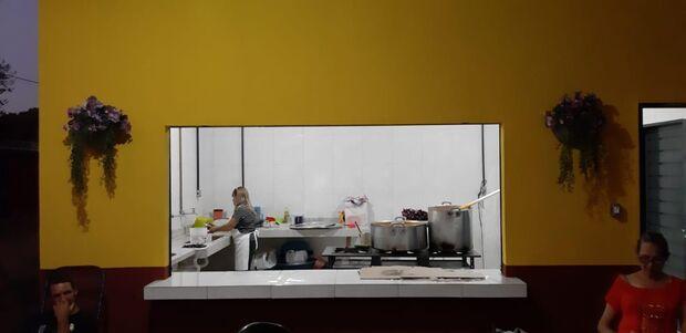Voluntários se reúnem e entregam cozinha construída para projeto social no Dom Antônio