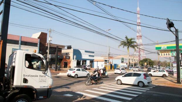 Agetran inicia instalação de semáforos que facilitarão a travessia na Avenida Zahran