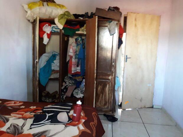 Mãe esconde filha em guarda-roupas para evitar a prisão do marido por estupro