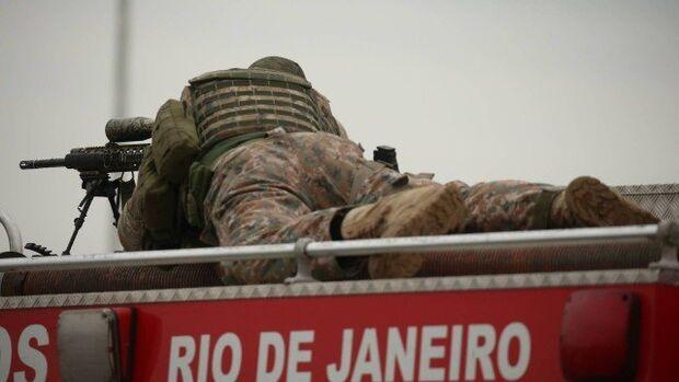 Pede pra sair: Bope assume negociação e posiciona atiradores de elite na Ponte Rio-Niterói