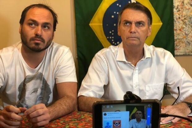 Carlos Bolsonaro pede licença sem salário para cuidar do pai
