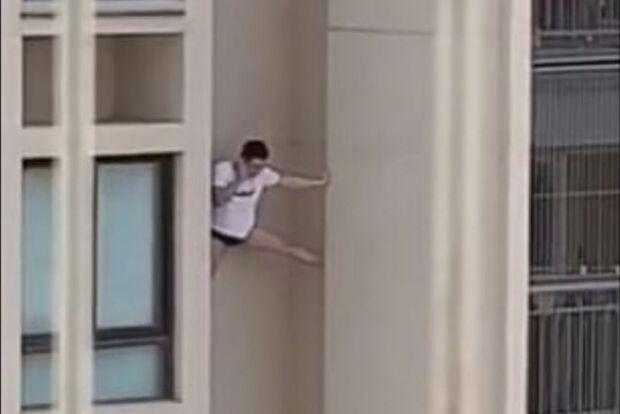 Homem de cueca cai ao fugir de apartamento da amante