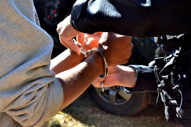 Jardineiro é preso por promover queimadas no Coophavila II