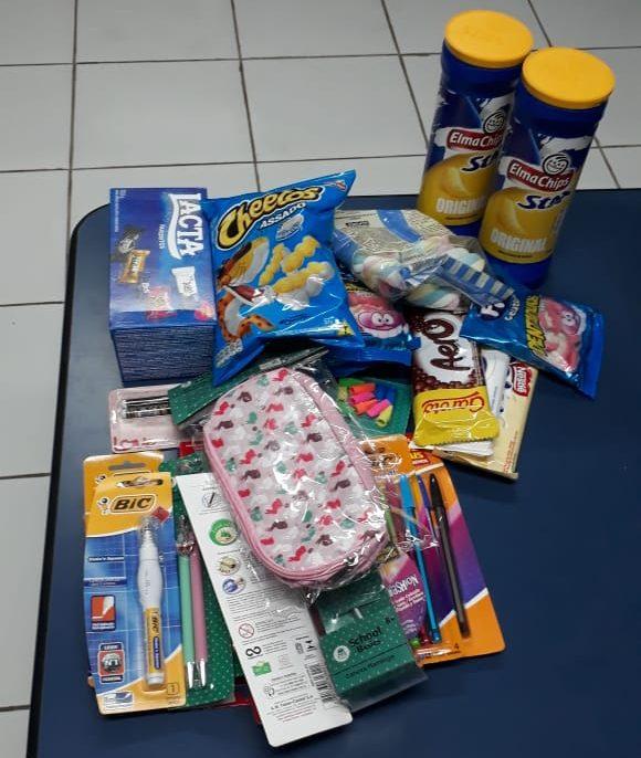 Adolescente é flagrada furtando material escolar e doces na Dom Aquino