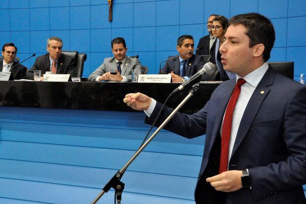 Deputado bate-boca depois de PL que perdoava dívidas de prefeitos amigos ser rejeitado
