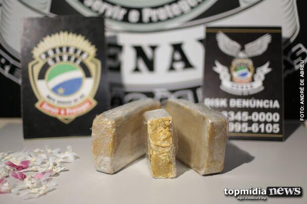 Jovem esconde cocaína avaliada em R$ 50 mil em caixa de sapato e acaba na cadeia