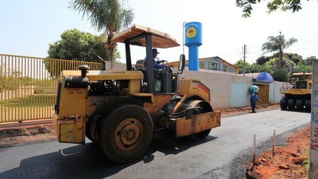 Obras na região do Nova Lima avançam com término de asfalto no Anache e recuperação de piscinão