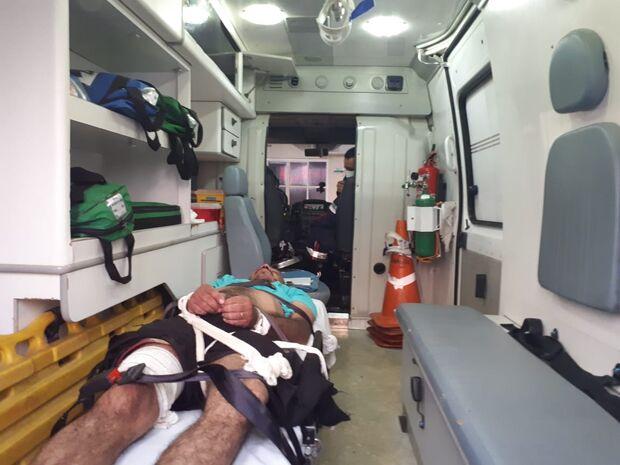 Enfermeiro esfaqueado por paciente em surto no CRS permanece internado na Santa Casa