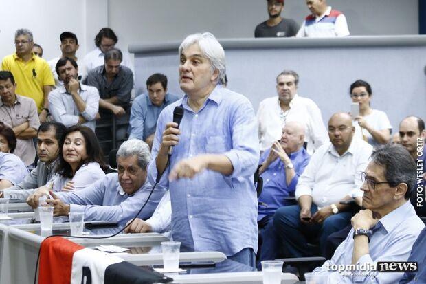 Ao lado de André, Delcídio assume PTB falando em 'mudanças' e prefeitura
