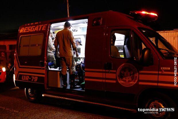 Batida de carro em coqueiro deixa um morto e outro preso às ferragens em Rochedo