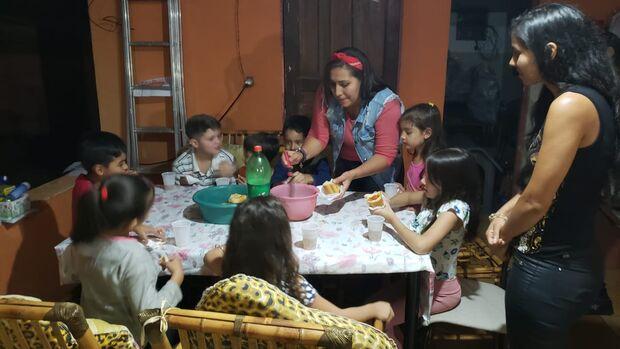 Camila vê a felicidade no sorriso das crianças e quer distribuir amor em festa na Vila Popular
