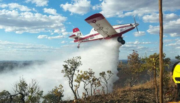 Combate às queimadas se intensificam com apoio de aeronave e bombeiros de Brasília