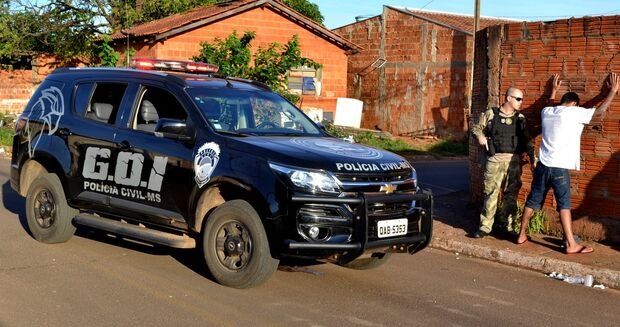 Traficante é preso vendendo drogas em plena luz do dia na Vila Nhanhá