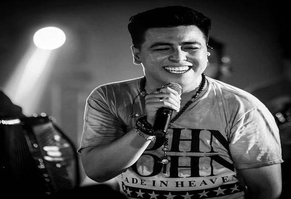 Sertanejo universitário do cantor Helder é destaque desta quarta na Feira Central
