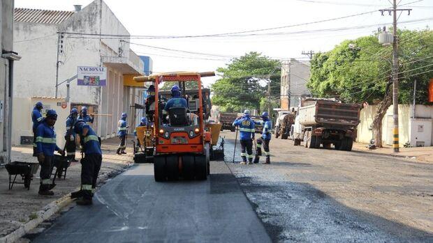 Nova frente de trabalho inicia recuperação de 1,4 km de asfalto na Rua 14 de Julho