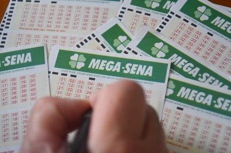 Mega-Sena acumula e deve pagar R$ 120 milhões