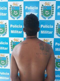 Homem esfaqueia outro em frente ao mercadão e é preso ao pegar ônibus na Praça Ary Coelho