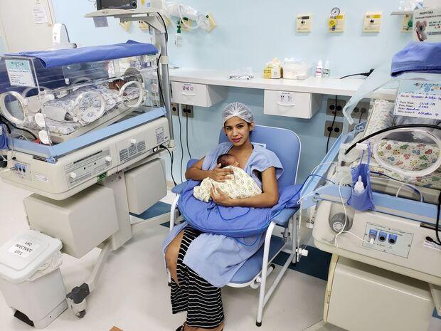 Mãe de trigêmeos, Vanessa pede ajuda com doações de fraldas e leite