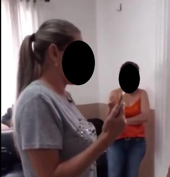 VÍDEO: mulher que invadiu velório para cobrar doces é condenada a pagar R$ 20 mil