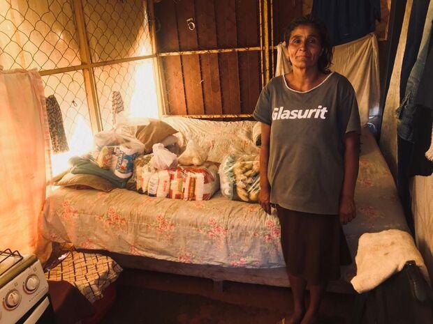 PMs entregam cesta básica para família que passa por dificuldades financeiras
