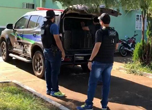 Policiais civis cumprem mandados de prisão e captura condenados por estupro e roubo