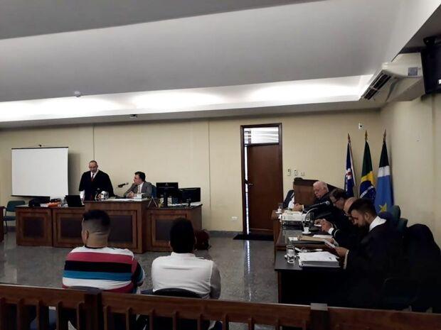 Durou 14 horas: com até prisão de testemunha, júri condena acusados de matar carpinteiro