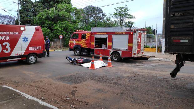 Motociclista bate em caminhão e morre em Aquidauana