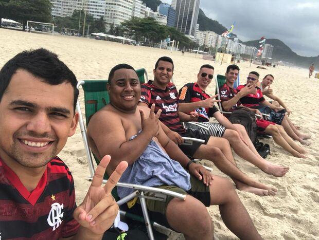 Flamenguista que viajou até o Rio para ver semifinal passa mal e morre na praia