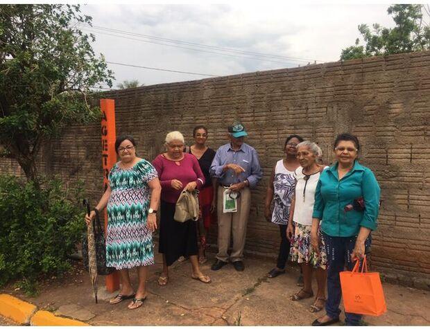 Repórter Top: idosos sofrem com falta de cobertura em ponto de ônibus no Cabreúva