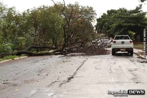 Fornecimento de energia é interrompido em 17 bairros após chuva