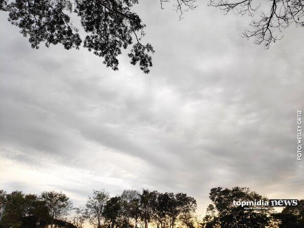 Bom dia! Tempo fecha em Campo Grande e terça-feira tem previsão de chuva