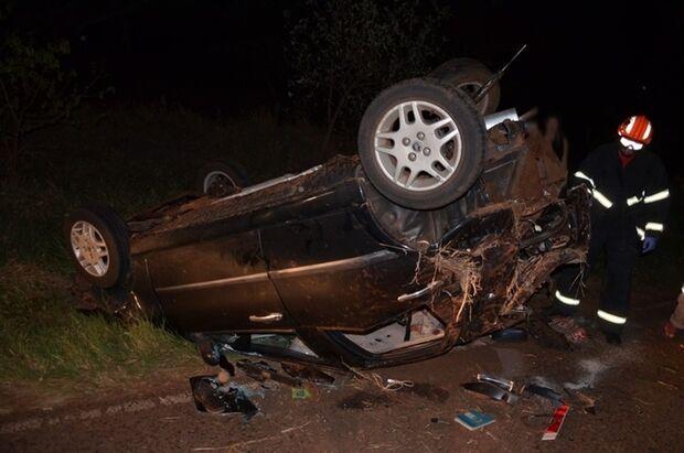 Acidente entre carro e caminhonete deixa casal ferido na MS-141