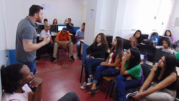 Procurando qualificação? Programa oferece cursos gratuitos de informática e marketing