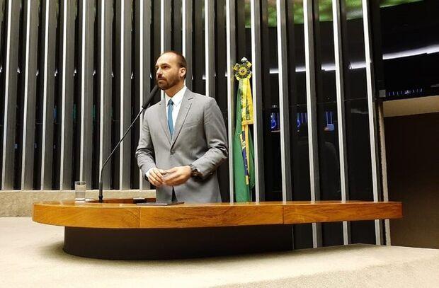 Depois de confusão e áudios vazados, Eduardo Bolsonaro assume liderança do PSL