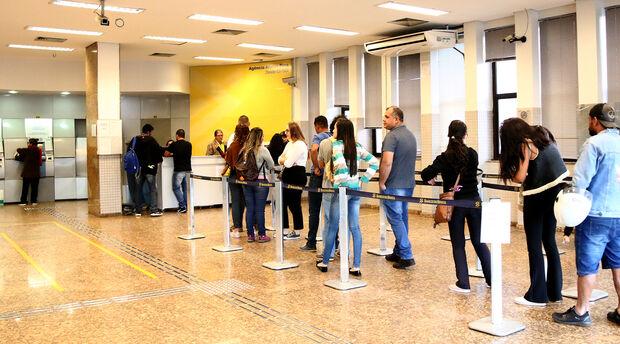 Servidores estaduais receberão salários de setembro nesta sexta
