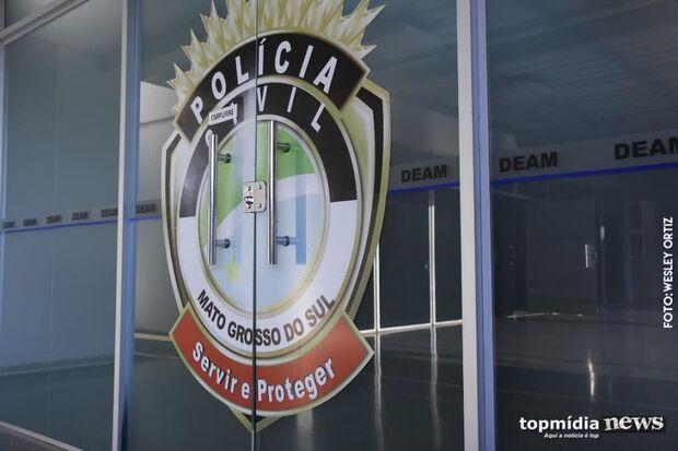 ABUSADO: polícia prende homem que ameaçou a esposa na frente de oficial de justiça