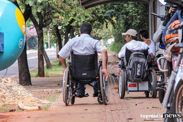 Atendimento público à pessoa com deficiência deve ser feito no térreo, prevê projeto