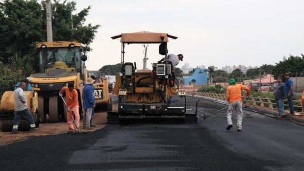 Prefeitura começa a recuperar o asfalto para liberar trecho da Ernesto Geisel