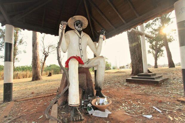 Com 24 anos, estátua do Preto Velho recorda religiões africanas e já foi 'quase esquecida'
