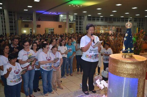 Novena homenageia Nossa Senhora Aparecida em paróquia de Maracaju