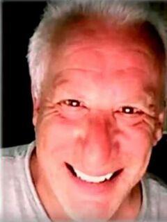 Polícia encontra corpo de ator americano nu e parcialmente devorado por urubus