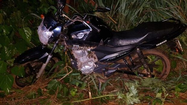 Motociclista cai em córrego e morre em distrito de Coxim