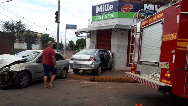 Repórter Top: carros ficam destruídos em acidente em Campo Grande