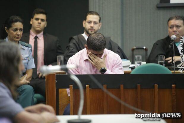 'Devia ganhar medalha': PM é elogiado por testemunha e chora em julgamento