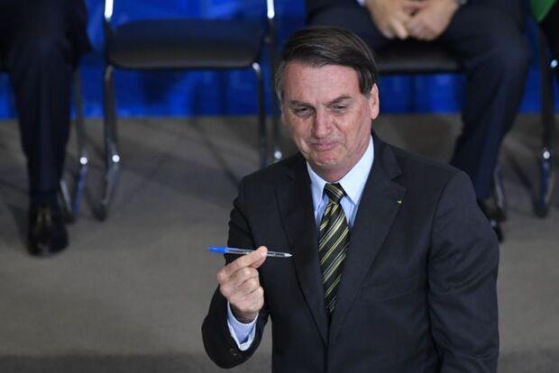Bolsonaro assina MP que acaba com o DPVAT