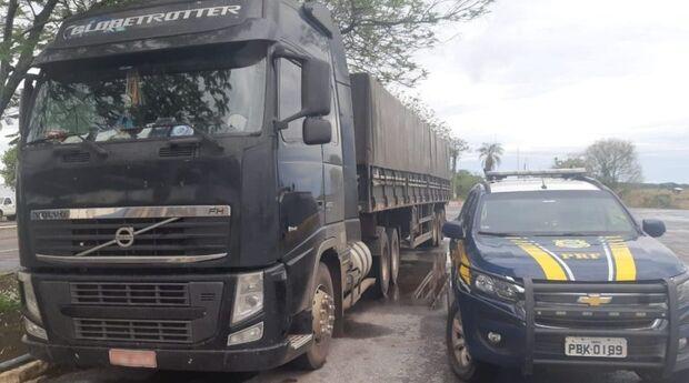 PRF recupera caminhão tomado de assalto e com motorista refém