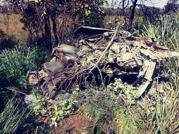Bebê que morreu em acidente entre carro e carreta foi 'lançado' da barriga da mãe
