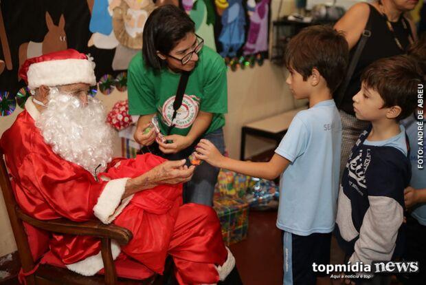 'Também quero fazer as pessoas felizes': crianças embarcam na campanha e adotam cartinhas de Natal